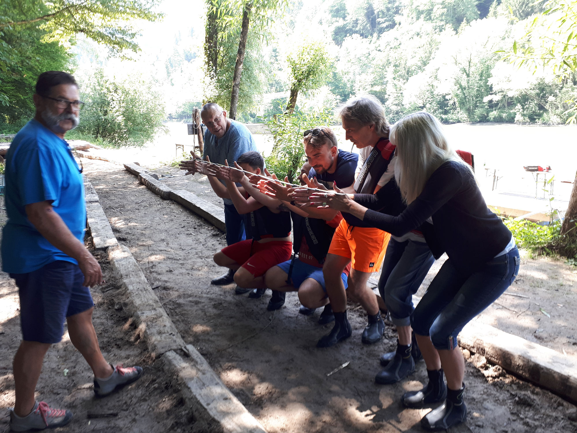 Bichler Installtionen Team Building Enns Floss bauen